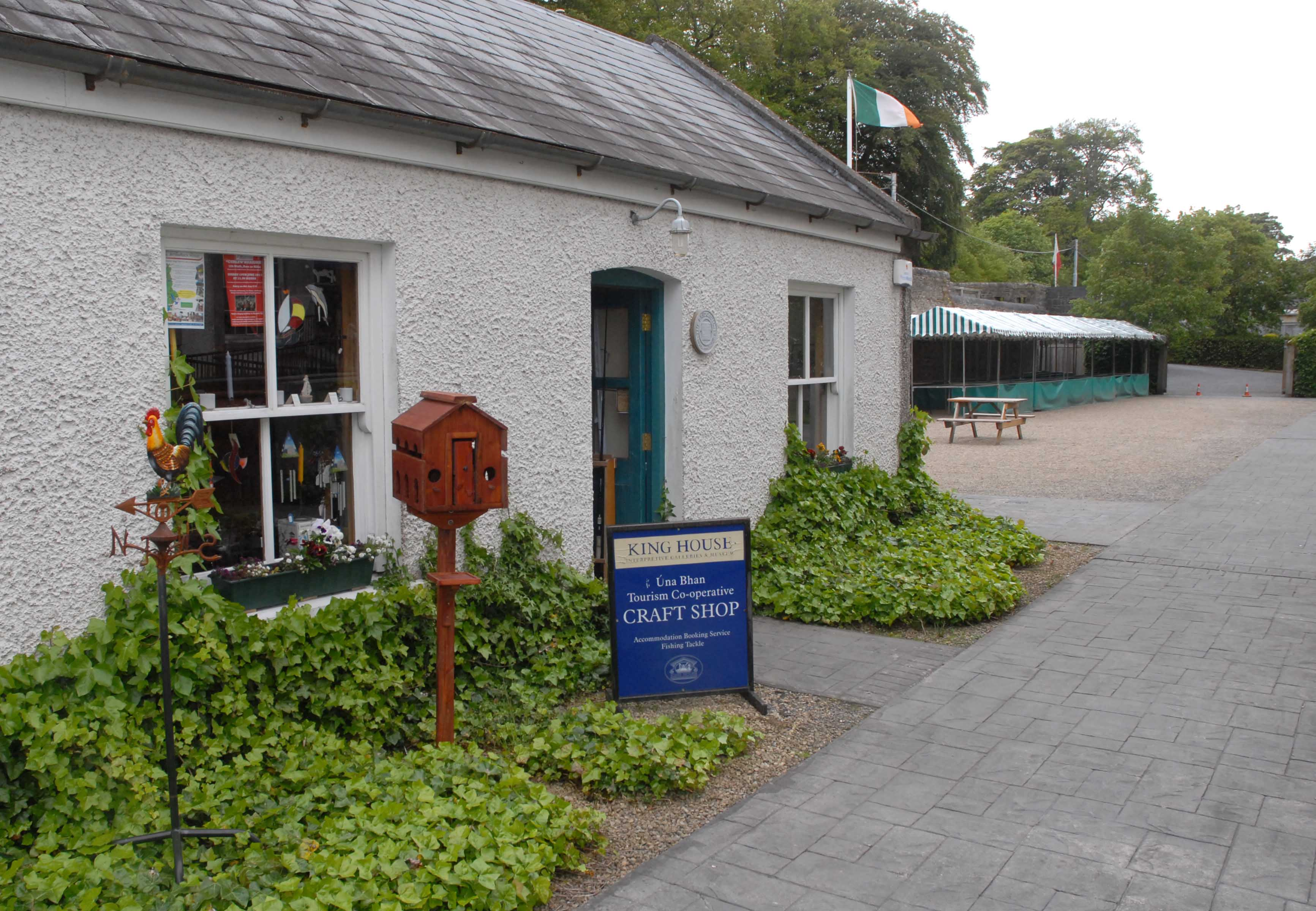 una bhan craft shop exterior